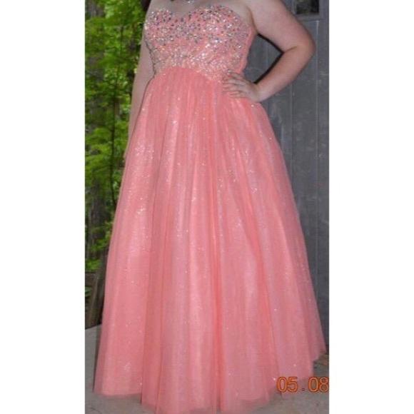 David's Bridal Peach Plus Size Prom Dress Like New